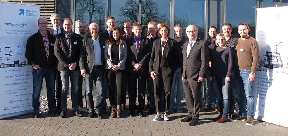 Gemeinsam produktiv: Das Partnertreffen zum Bildungsprojekt NRWgoes.digital mit Frau Yvonne Gebauer, Ministerin für Schule und Bildung des Landes Nordrhein-Westfalen.